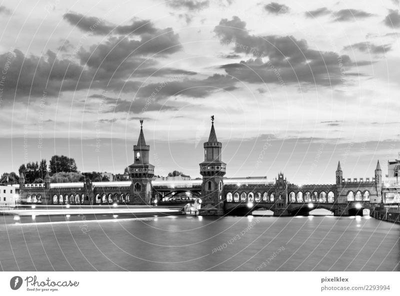 Oberbaumbrücke bei Nacht, Berlin Ferien & Urlaub & Reisen Stadt Wasser Architektur Lifestyle Tourismus Deutschland Verkehr Brücke historisch Fluss
