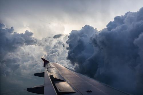 Turbulenzen Ferien & Urlaub & Reisen Tourismus Abenteuer Ferne Handel Umwelt Natur Himmel nur Himmel Wolken Gewitterwolken schlechtes Wetter Wind Sturm Verkehr