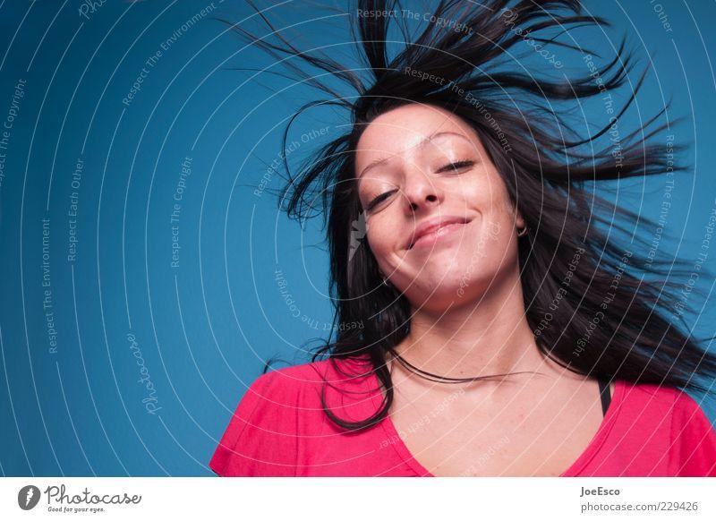 gude laune. Frau blau schön Freude Erwachsene Gesicht Leben Gefühle Haare & Frisuren Glück Zufriedenheit rosa frei frisch wild Fröhlichkeit