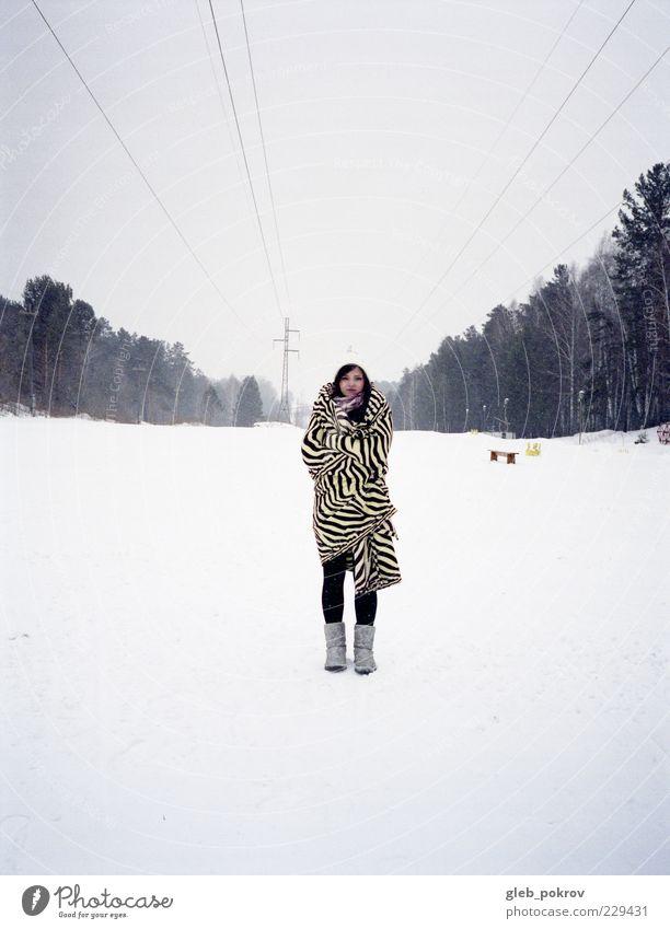 Mensch Jugendliche weiß blau Winter Wald Schnee Stil Landschaft warten frei stehen Freundlichkeit Russland Ferien & Urlaub & Reisen