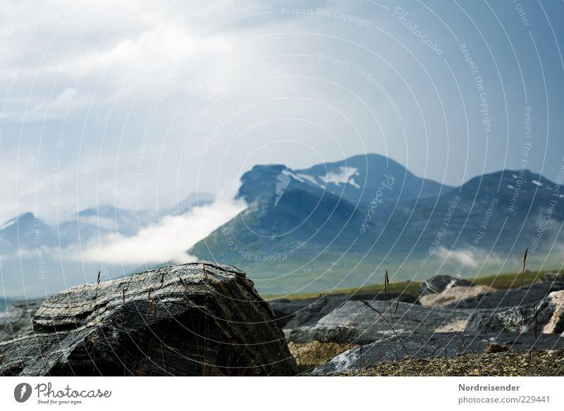 Licht Natur Wolken Einsamkeit Ferne Landschaft Berge u. Gebirge Gras Stein Stimmung Horizont Nebel Felsen nass natürlich ästhetisch Klima