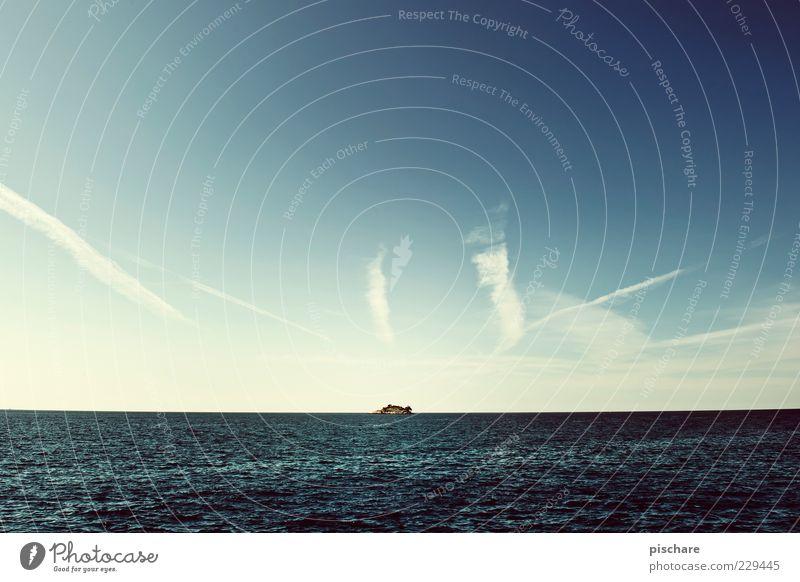 reif für die insel Natur Urelemente Wasser Himmel Wolken Horizont Sommer Schönes Wetter Meer Insel exotisch Ferne Unendlichkeit Einsamkeit Endzeitstimmung