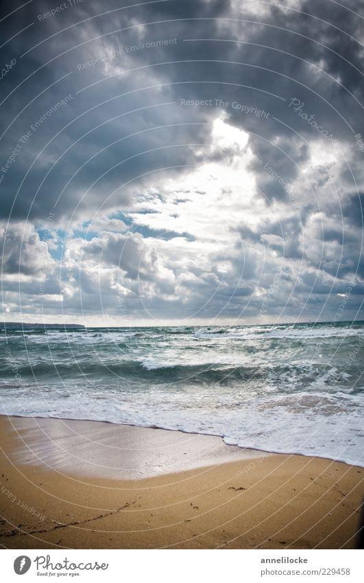 Lichtblick Natur Wasser Meer Strand Wolken Ferne dunkel Umwelt Landschaft Küste Wetter Wellen Wind Klima Hoffnung Wandel & Veränderung