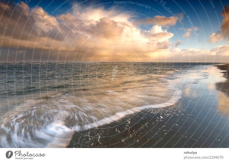 stürmischer Himmel über Nordsee bei Sonnenaufgang, Texel, die Niederlande Ferien & Urlaub & Reisen Strand Meer Natur Landschaft Sand Wolken Horizont