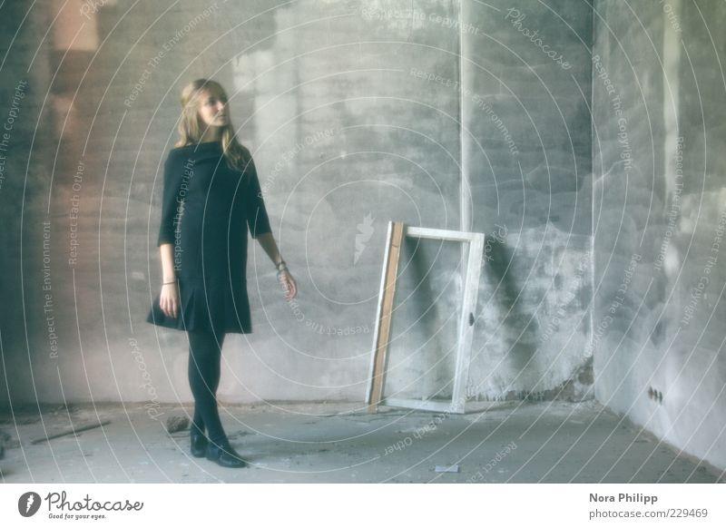 Der Raum im Traum Frau Mensch Jugendliche blau schwarz Erwachsene feminin Wand grau Stil Gebäude träumen Mode Tanzen