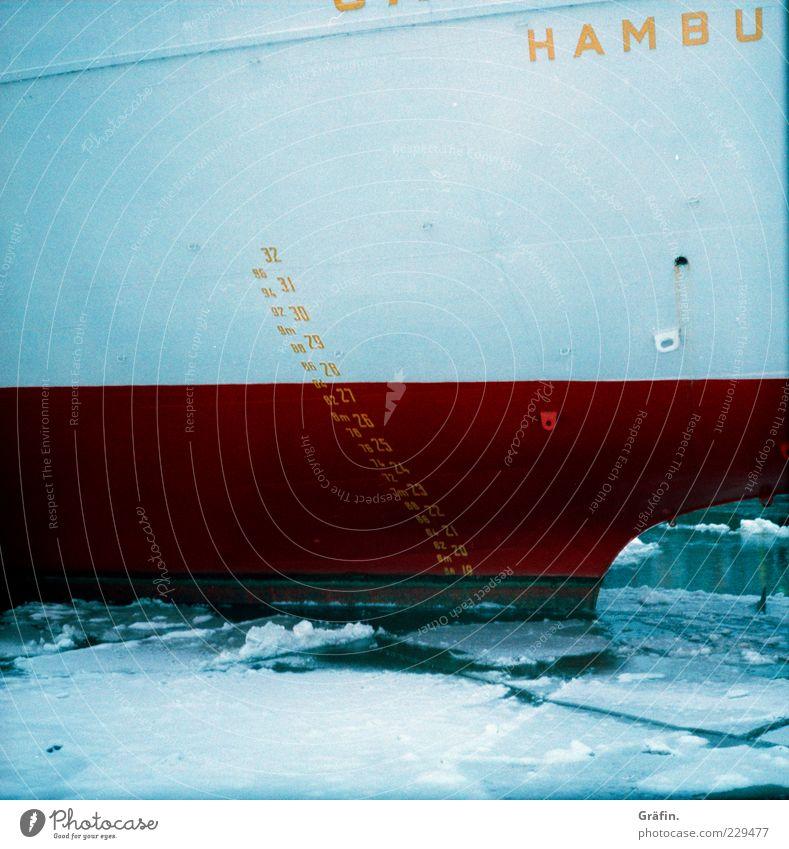Big Ship Winter Wasser Eis Frost Sehenswürdigkeit Containerschiff Wasserfahrzeug Zeichen Schriftzeichen groß kalt blau rot weiß Mobilität Eisscholle Liegeplatz