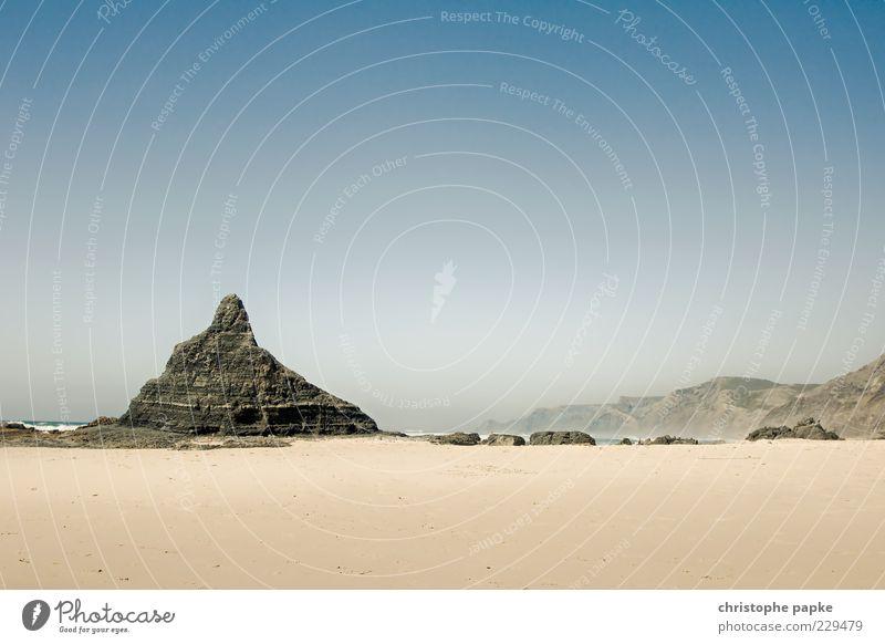 Castelejo Sommer Strand Meer Wellen Wolkenloser Himmel Schönes Wetter Küste Wüste Portugal Menschenleer Stein Sand Felsen heiß Mittelmeer Spanien Algarve