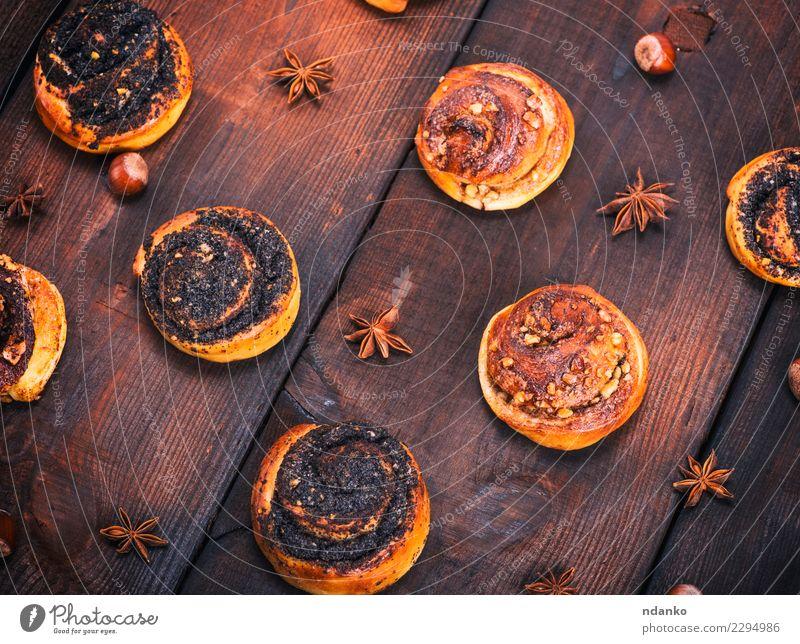 runde Hefebrötchen mit Mohn Brot Brötchen Dessert Frühstück Tisch Küche Holz Essen frisch lecker natürlich oben braun Tradition Verwirbelung Hintergrund backen