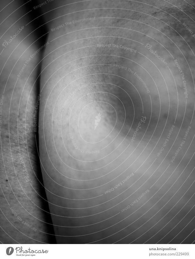 part Haut Beine Knie 1 Mensch rund trocken Kniescheibe Pore Gänsehaut Unschärfe Schwarzweißfoto Nahaufnahme Detailaufnahme