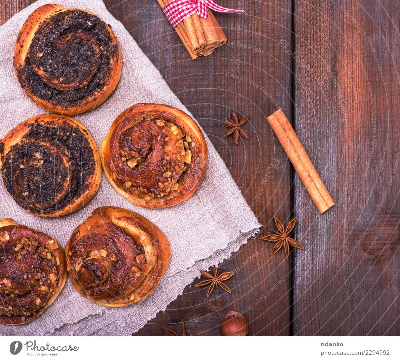 Essen Holz braun oben frisch Tisch lecker Süßwaren Frühstück Tradition Mohn Dessert Backwaren Brötchen rustikal Snack