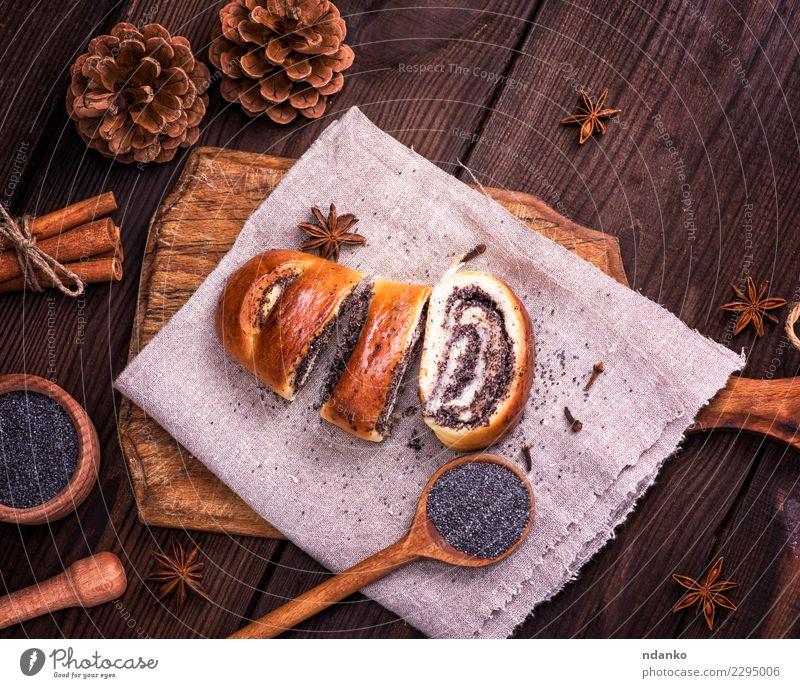 geschnittene Mohnrollen Lebensmittel Brot Brötchen Dessert Süßwaren Löffel Tisch Holz Essen frisch lecker oben braun Tradition Samen Biskuit Schneidebrett