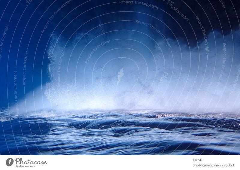 Unterwasseroberfläche und Wand der Blasen gedreht Ferien & Urlaub & Reisen blau Farbe Meer ruhig Tourismus Wellen nachdenklich Perspektive nass Coolness weich