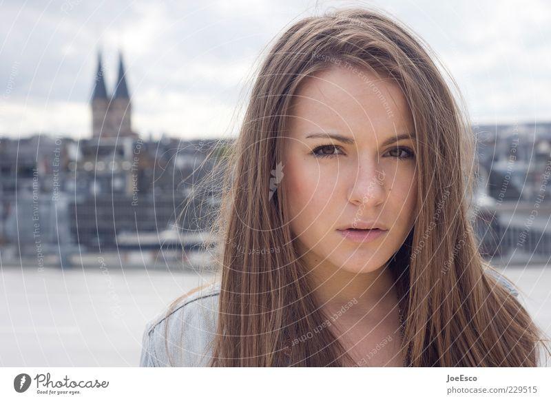 #229515 Frau Himmel Jugendliche schön Stadt Sommer Erwachsene Gesicht feminin Leben Gefühle Stil natürlich Coolness einzigartig