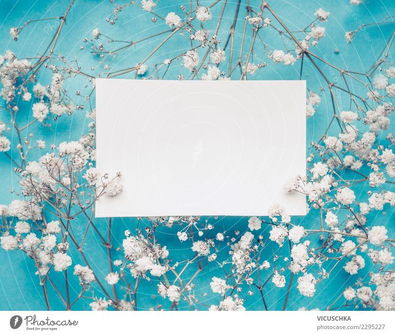 Leere weiße Grußkarte auf weißen Blumen blau Blüte Hintergrundbild Liebe Stil Feste & Feiern Design Dekoration & Verzierung Geburtstag leer Papier Zeichen