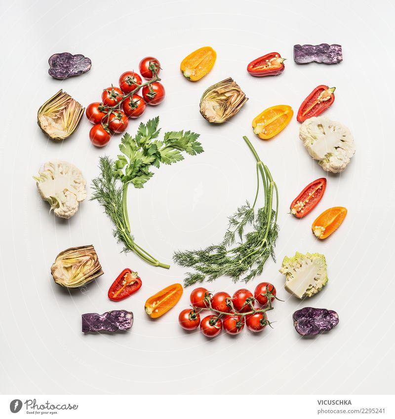 Salat Zutaten auf Weiß Lebensmittel Gemüse Salatbeilage Ernährung Mittagessen Bioprodukte Vegetarische Ernährung Diät Stil Design Gesundheit Gesunde Ernährung