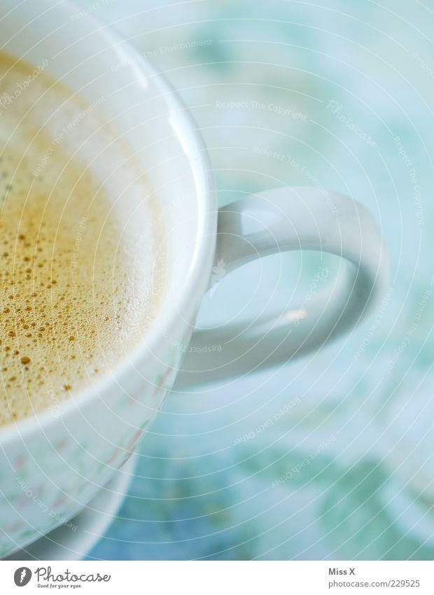 Käffchen am Morgen weiß Getränk Kaffee heiß Tasse lecker Pause Anschnitt Kaffeetasse Lebensmittel Tragegriff Kaffeepause Koffein Heißgetränk