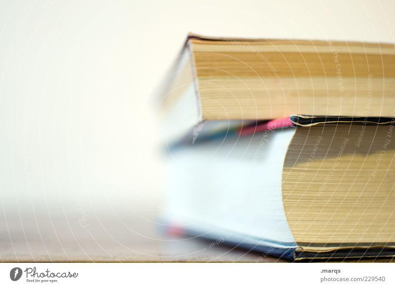 Seitenweise Freizeit & Hobby Bildung Printmedien Buch Farbfoto Nahaufnahme Textfreiraum links Schwache Tiefenschärfe aufeinander 2 Menschenleer dick