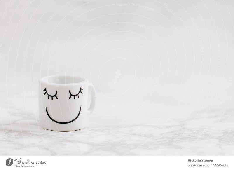 Kaffeetasse mit Smiliey Gesicht Frühstück Getränk Espresso Becher Lifestyle elegant Stil Design Freude Glück schön Erholung Tisch Arbeitsplatz Büro Küche Kunst