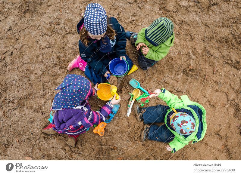Sandkastenfreunde Spielen Kinderspiel Mensch Kleinkind Mädchen Junge Frau Jugendliche Geschwister Bruder Schwester Familie & Verwandtschaft Freundschaft