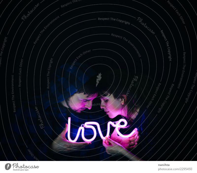 Junge Paare, die ein Neonlicht mit Liebe halten Mensch Jugendliche Junge Frau Junger Mann dunkel 18-30 Jahre schwarz Gesicht Erwachsene Leben feminin Stil Kunst