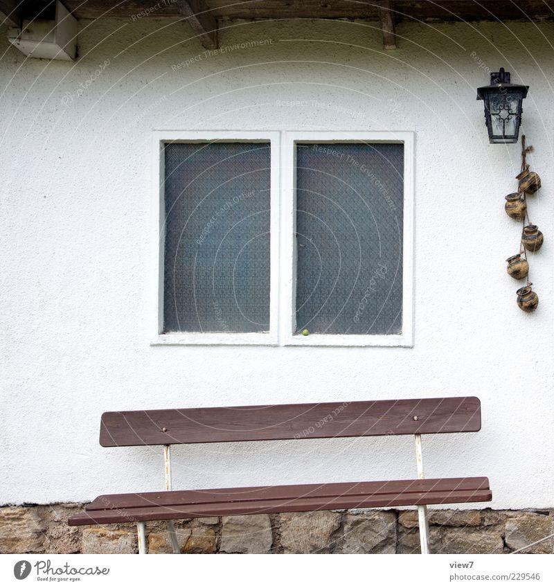 es geht aufwärts! Haus Mauer Wand Fassade Fenster Beton alt ästhetisch authentisch dünn Billig positiv retro braun Einsamkeit Ende Nostalgie Ordnung Pause