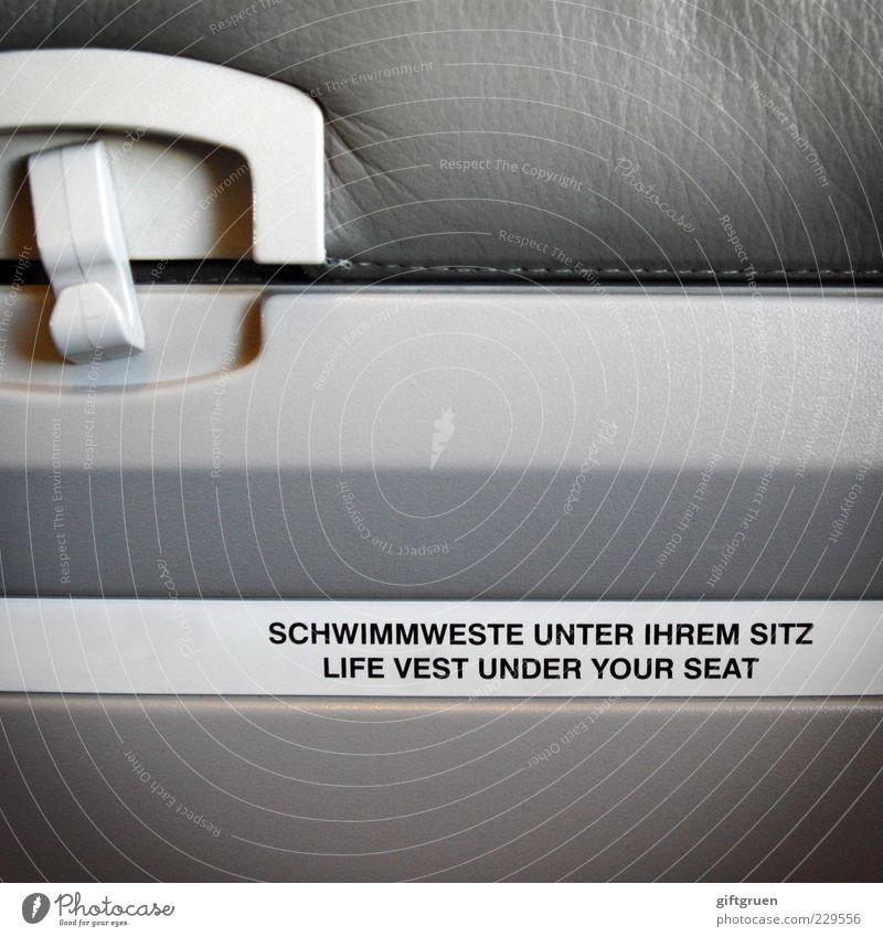 don't inflate your vest while inside the aircraft grau Flugzeug Schriftzeichen Sicherheit Buchstaben Hinweisschild Schutz Kunststoff Information Fluggerät Todesangst Wort Rettung Hinweis Sitz Personenverkehr