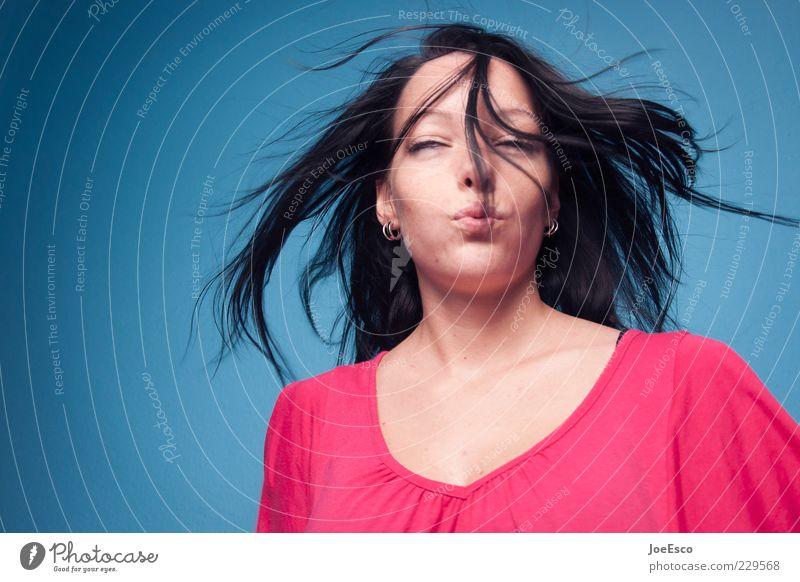 schnute. Frau Jugendliche blau schön Erwachsene Gesicht Erholung Leben Haare & Frisuren Glück träumen Zufriedenheit Mund rosa fliegen frei