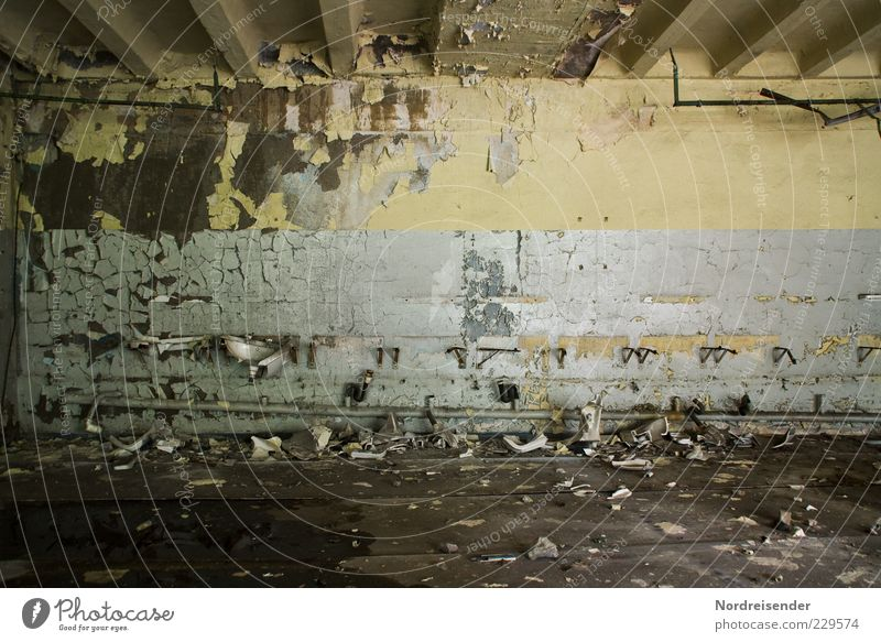 Nach der Schicht... Mauer Wand dreckig kaputt stagnierend Verfall Vandalismus Farbfoto Gedeckte Farben Innenaufnahme Muster Strukturen & Formen Menschenleer