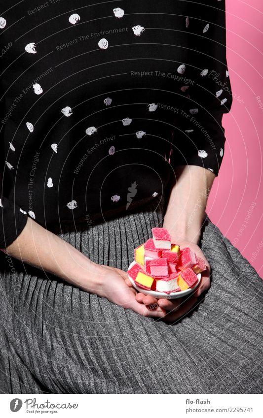 DER SPECK MUSS WEG IV Lebensmittel Süßwaren Zucker Weingummi Ernährung Stil Design schön Gesunde Ernährung Übergewicht Werbebranche feminin Junge Frau
