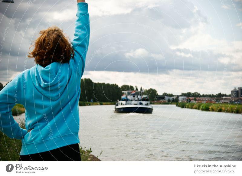 Auf Bald, Schatz! Frau Erwachsene Kopf Haare & Frisuren Rücken Arme 1 Mensch Wasser Wolken Sommer Schönes Wetter Gras Wellen Flussufer Kanal Schifffahrt