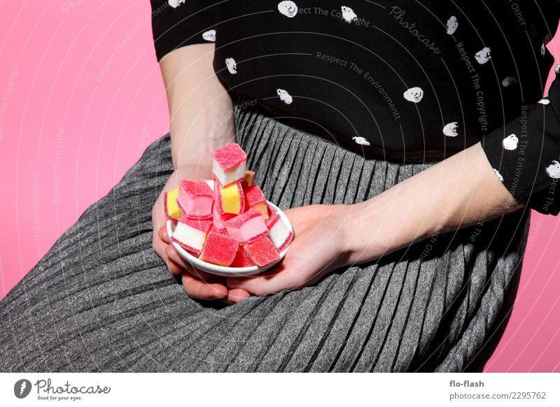 DER SPECK MUSS WEG V Frau Mensch Jugendliche Junge Frau Gesunde Ernährung rot schwarz Erwachsene Gesundheit feminin Kunst Lebensmittel grau rosa Fröhlichkeit