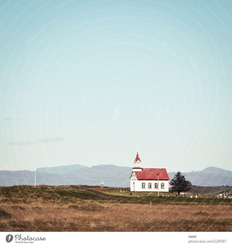 Kommen und Gehen Umwelt Natur Landschaft Urelemente Erde Himmel Wolkenloser Himmel Horizont Sommer Feld Kirche Gebäude Zeichen authentisch fantastisch klein
