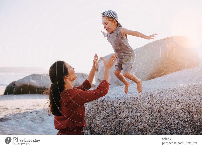 Kind Frau Natur Ferien & Urlaub & Reisen Sommer schön weiß Sonne Meer Freude Strand Erwachsene Lifestyle Liebe Familie & Verwandtschaft Glück