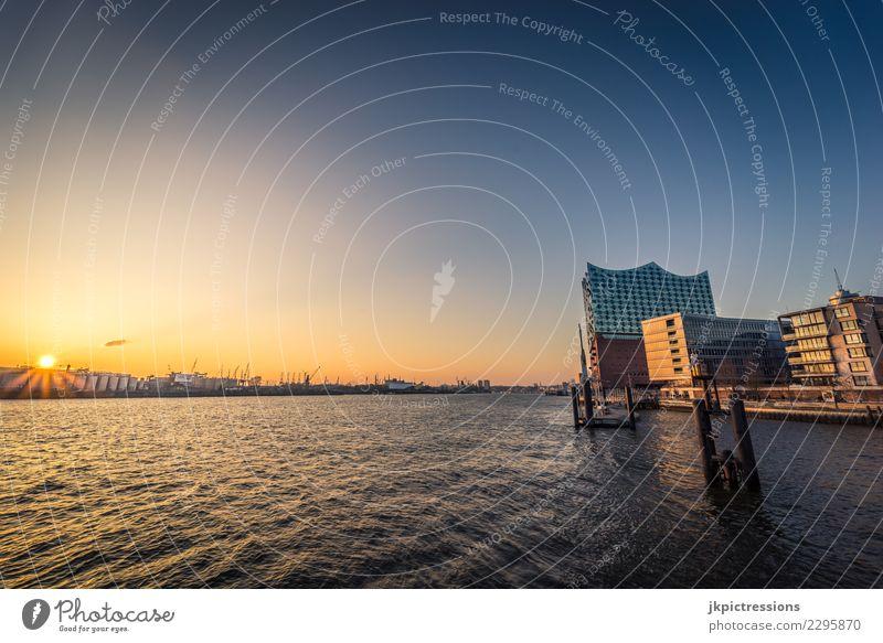 Hamburg Hafen Sonnenuntergang Europa Deutschland Elbe Stadt Elbphilharmonie Wasser Kanal Wolken Himmel traumhaft schön Hafencity Brücke Steg Winter