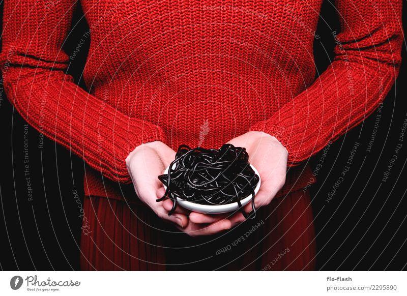 Penne Liquirizia IV Frau Jugendliche Junge Frau Gesunde Ernährung rot Freude schwarz Erwachsene Leben feminin Stil Lebensmittel Mode Design süß