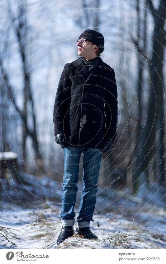 Sonne tanken Mensch Natur Jugendliche Winter ruhig Erwachsene Wald Erholung Umwelt Leben kalt Schnee Freiheit Wege & Pfade Stil träumen