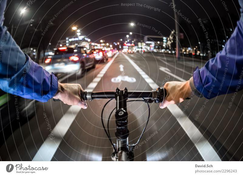 Radfahrer-Egoperspektive Lifestyle Freizeit & Hobby Sport Büro Mensch fahren Kraft Farbfoto Außenaufnahme Textfreiraum oben Morgen Abend Nacht Kunstlicht Licht