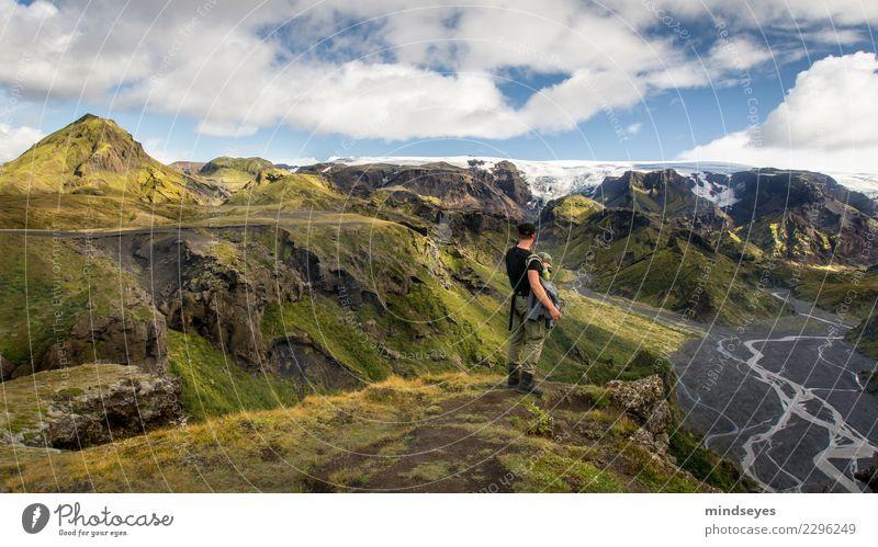 Gemeinsam den Ausblick geniessen Mensch Natur Mann Sommer Wasser Landschaft Sonne Erholung Ferne Berge u. Gebirge Erwachsene Gras Zusammensein maskulin wandern