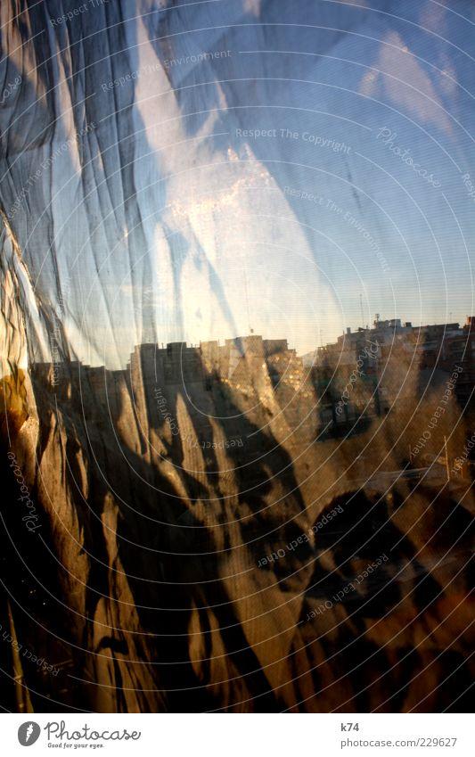 Durchblick Himmel blau Stadt Sonne Haus gelb Fenster braun gold leuchten Hautfalten Skyline Vorhang Stadtzentrum Textfreiraum Hauptstadt