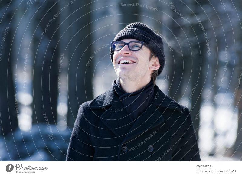 Gut lachen Mensch Natur Jugendliche Winter Freude Erwachsene Wald Umwelt Leben kalt träumen Eis Zufriedenheit elegant Ausflug