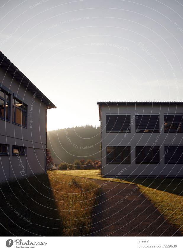 Sonnenaufgang Natur schön Sonne Einsamkeit Haus Wiese Fenster Wand Umwelt Freiheit Gefühle Architektur Stein Mauer Horizont elegant