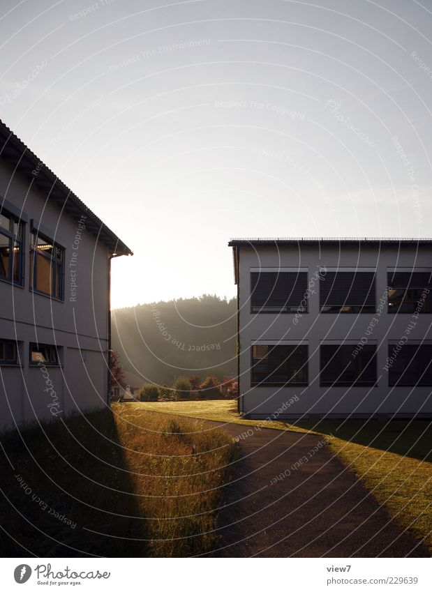 Sonnenaufgang Umwelt Natur Sonnenuntergang Sonnenlicht Klima Schönes Wetter Haus Architektur Mauer Wand Fassade Fenster Stein Beton authentisch einfach frei