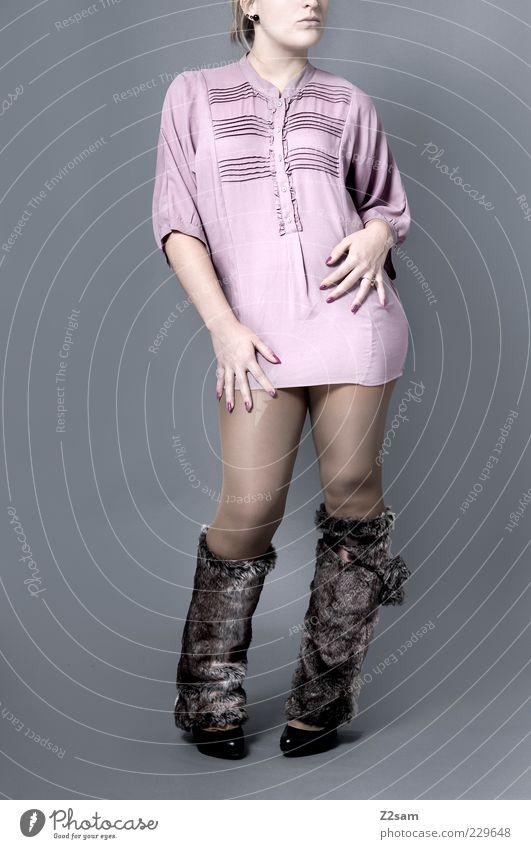 DIESES MODEL GEHÖRT NACH PARIS Stil Design feminin Junge Frau Jugendliche Mode Bekleidung Hemd Kleid Strumpfhose Accessoire Stiefel stehen ästhetisch blond