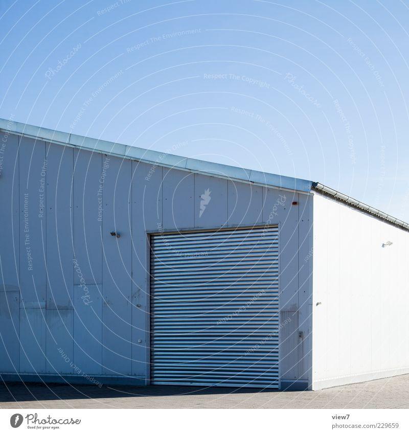 industries weiß Einsamkeit Wand Mauer Metall Linie hell geschlossen Fassade Beginn modern authentisch Industrie Streifen Güterverkehr & Logistik einfach