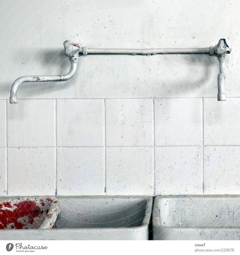 abwaschen Wohnung Renovieren Bad Labor Metall Kunststoff Zeichen alt authentisch einfach einzigartig kalt weiß Kreativität Wasserhahn Waschbecken