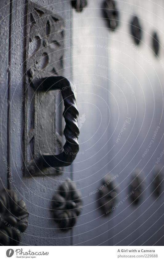 open me alt blau weiß schwarz dunkel Holz grau Tür elegant geschlossen ästhetisch authentisch außergewöhnlich fest Tor historisch