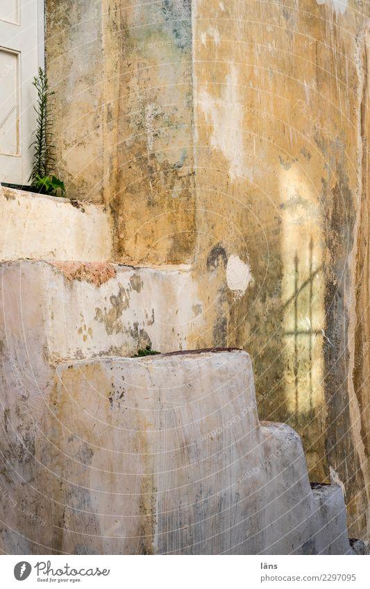 Zugang Häusliches Leben Wohnung Haus Renovieren Bauwerk Gebäude Mauer Wand Treppe Fassade Tür außergewöhnlich historisch Beginn einzigartig Santorin