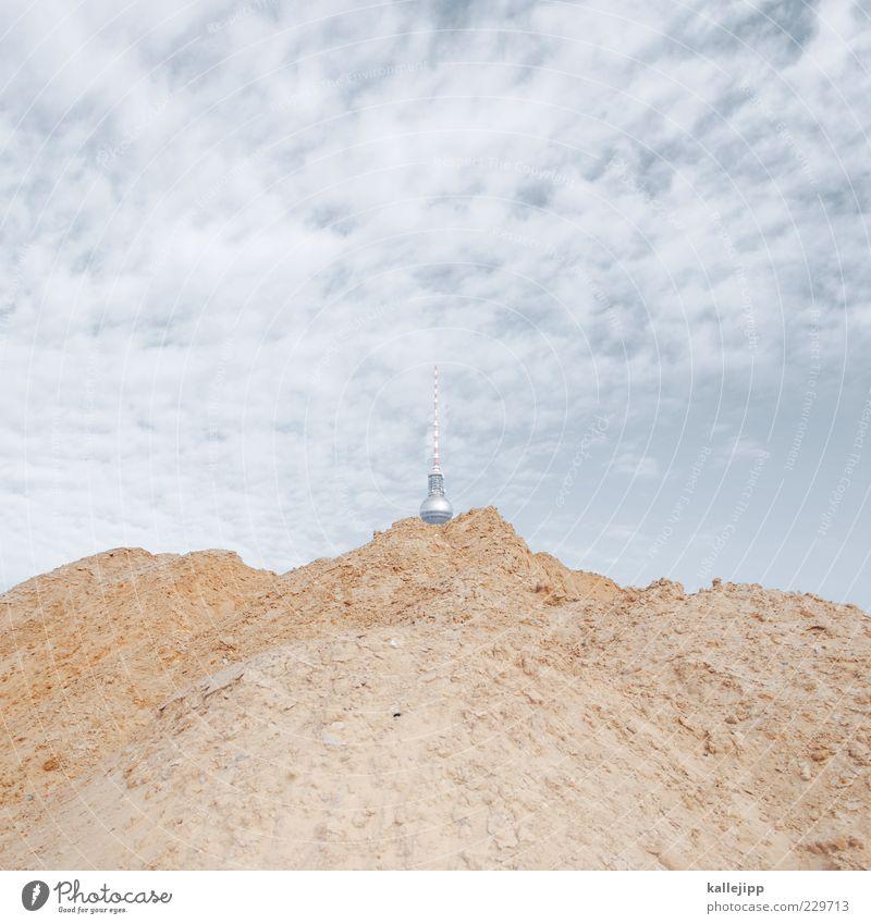 sandkasten Berge u. Gebirge oben Sand Hügel Kugel skurril trendy Sehenswürdigkeit Hauptstadt Berliner Fernsehturm Antenne Wolkenhimmel Sandhaufen draufgesetzt