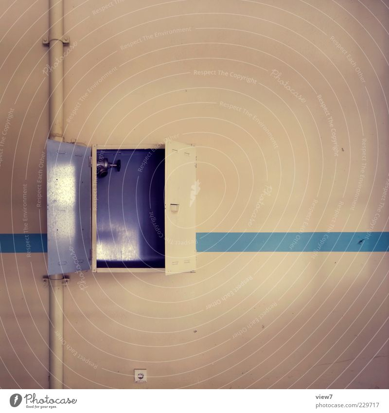 GeoCache Raum Beton Metall Zeichen Linie Streifen alt authentisch klein braun rein Wandel & Veränderung Häusliches Leben Kiste Rohrleitung haupthahn Kasten