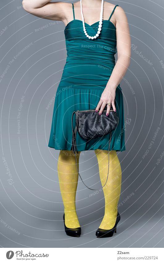 DIESES MODEL GEHÖRT AUF PHOTOCASE Lifestyle elegant Stil Design feminin Mode Bekleidung Kleid Strumpfhose Accessoire Tasche Damenschuhe stehen ästhetisch blond